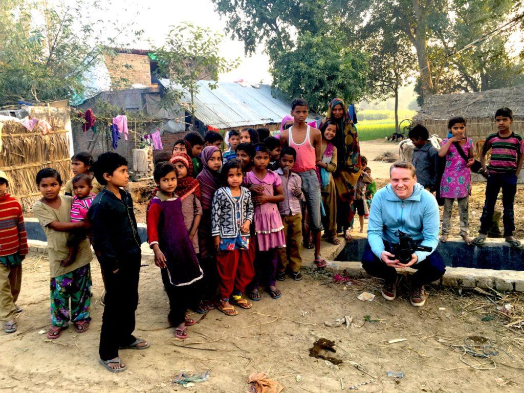 Christian under ett filmuppdrag i Indien.